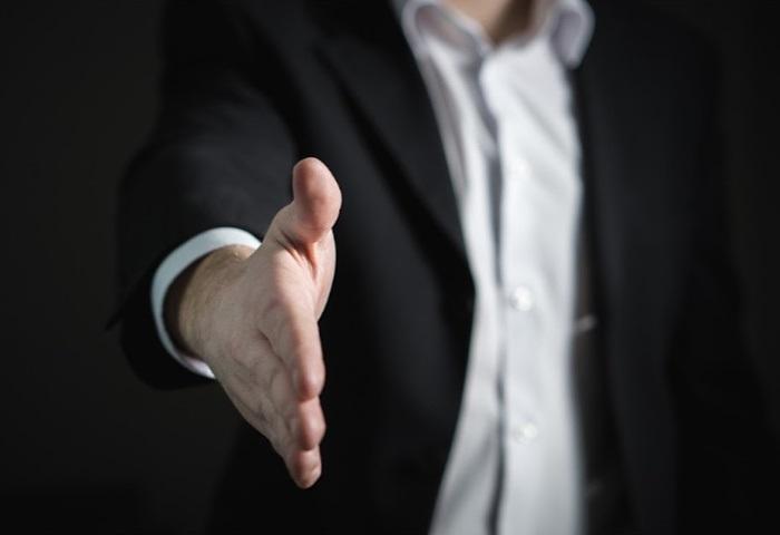 booth-staff-training-handshake